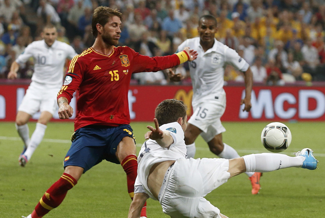 Spain's Sergio Ramos (L) challenges France's Yohan Cabaye during their Euro 2012 quarter-final football match. ? Photo by Reuters