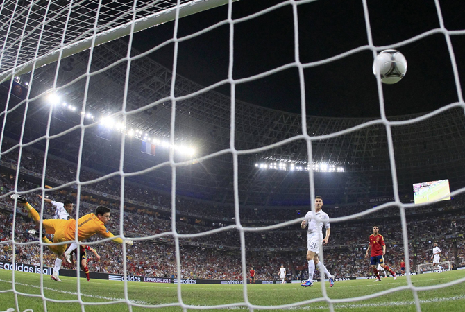 France's goalkeeper Hugo Lloris fails to save a goal during their Euro 2012 quarter-final soccer match against Spain at the Donbass Arena in Donetsk. ?Photo by Reuters