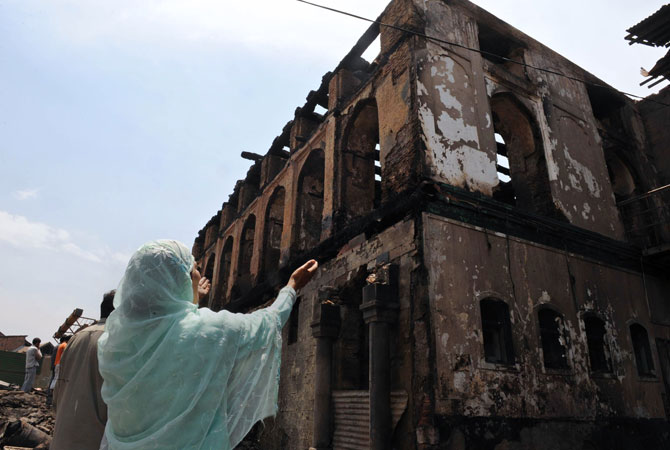 A major fire gutted a 200-year-old, revered Sufi Muslim shrine in Indian Kashmir June 25, sparking clashes between police and residents in the region's summer capital Srinagar.