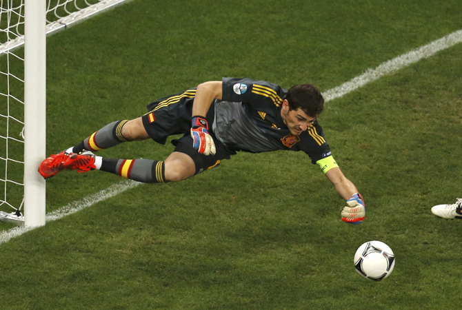 France's Jeremy Menez (R) looks on as Spain's goalkeeper Iker Casillas makes a save. ? Photo by Reuters