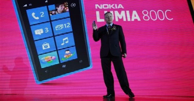 Nokia CEO Stephen Elop announces the launch of the company's new Lumia 800C smartphone in Beijing, China. – AP