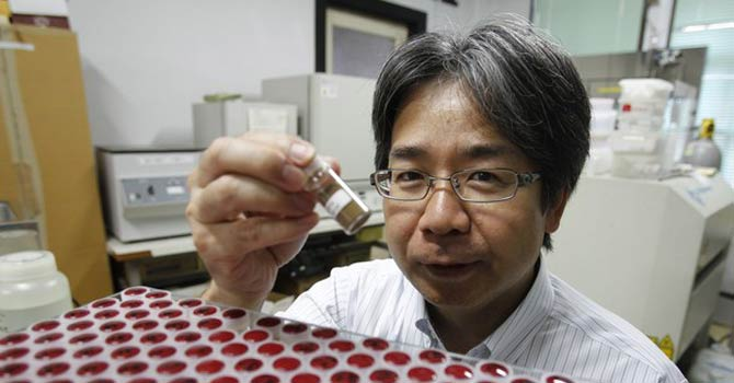 Yasuhiro Kato, an associate professor of earth science at the University of Tokyo, displays a mud sample extracted from the depths of about 4,000 metres (13,123 ft) below the Pacific ocean surface where rare earth elements were found. – Reuters