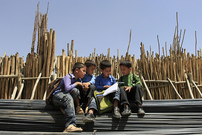Afghan boys study in Kabul. Arson and poison attacks on schools across Afghanistan, mostly against those teaching girls, have forced students to defend themselves, an extra-curricular activity imposed by the government which blames the Taliban for the violence. -Photo by Reuters