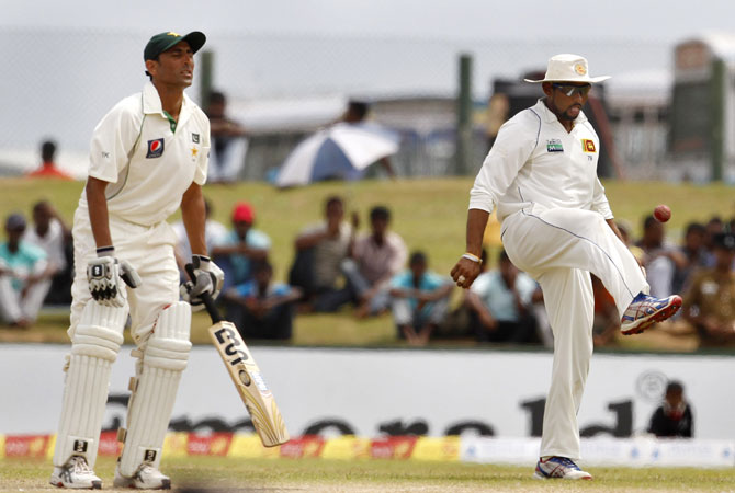 Dilshan, right, kept himself busy with some football as Younis continued to grind the Sri Lankan bowlers down. -Photo by AP
