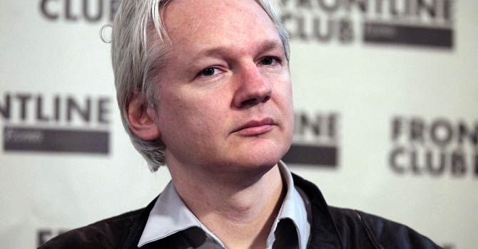Julian-Assange-670-REU