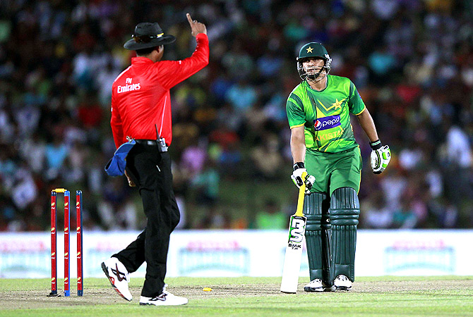 Pakistan's Khalid Latif (R) looks as umpire Ruchira Palliyaguru signals that he is run out. -Photo by Reuters