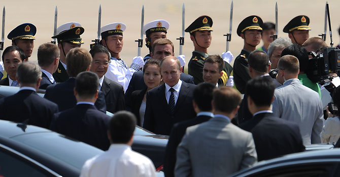 Russian President Vladimir Putin (C) walks to his car upon his arrival at the Beijing International Airport on June 5, 2012.  Putin arrived in China on June 5 for a three-day visit aimed at bolstering a crucial alliance. AFP PHOTO / LIU JIN
