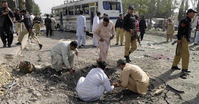 Quetta-blast-bus-afp-670