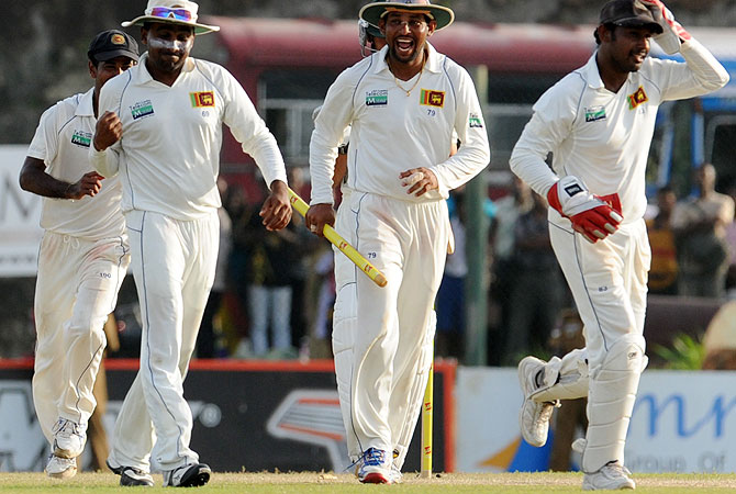 Sri Lankan cricket captain Mahela Jayawardene (2nd L), with teammates  Tillakaratne Dilshan (2nd R) and Prasanna Jayawardene (R), celebrate their victory. -Photo by AFP