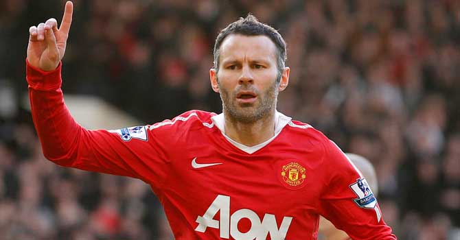 Giggs in, Beckham out