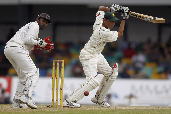 Pakistan's Younis Khan (R) plays a shot next to Sri Lanka's Prasanna Jayawardene during the second day of second test match in Colombo July 1, 2012.  ?  Photo Reuters