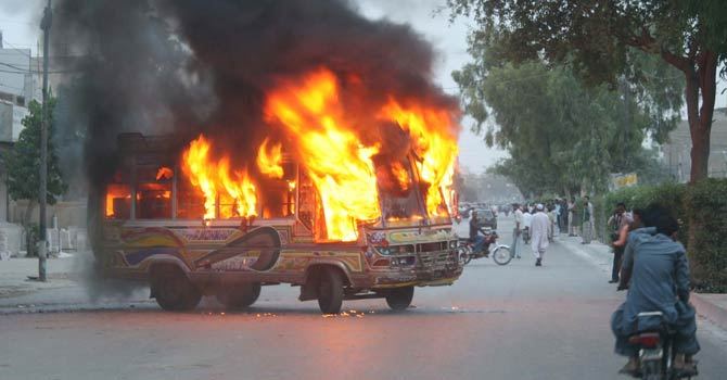bus-flame-protest-karachi-670