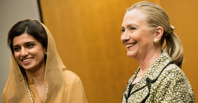 US Secretary of State Hillary Clinton (R) and Pakistan's Foreign Minister Hina Rabbani Khar.—AFP Photo
