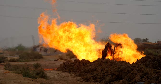 Fire erupts at a gas pipeline close to Hyderabad, injuring two labourers. – Photo by author