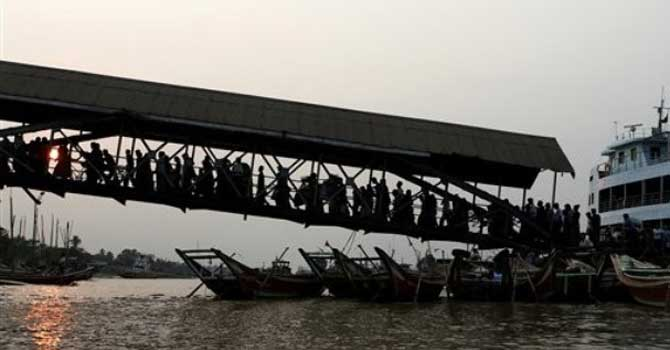 myanmar-ferry-AP-670