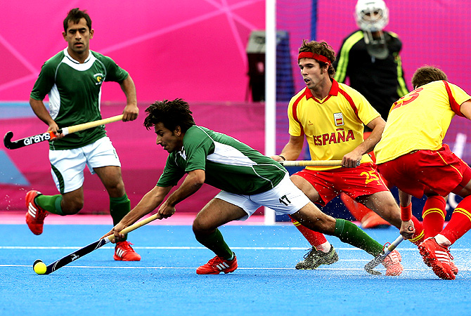 Pakistan's Waseem Ahmad, second left, and Spain's David Alegre vie for the ball. -Photo by AP