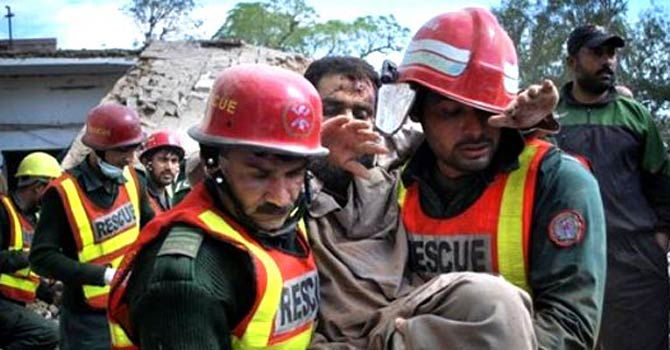 Pakistan-Rescue-Workers-AP-670