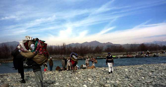 Internally displaced persons return to Swat. – File photo by AP