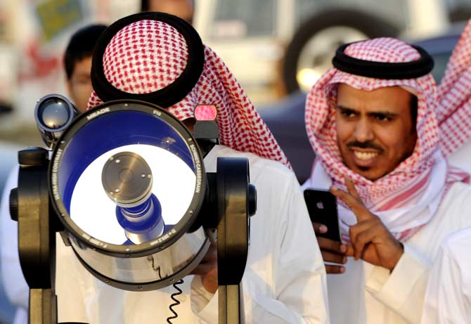 Saudis use a telescope to monitor the new moon of Ramadan in the Saudi city of Taif. ? Photo by AFP