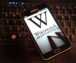 Wikipedia stands test of decade but must adopt social media