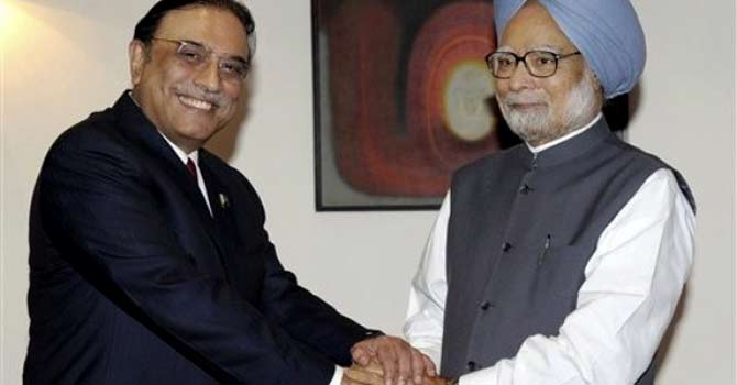 Pakistan's President Asif Ali Zardari shakes hands with Indian Prime Minister Manmohan Singh after their meeting in New Delhi on April 9. Zardari has reportedly written a letter to Singh following the resumption of cricket ties between Pakistan and India, expressing optimism over the improvement of relations between the two countries. – File photo by AP