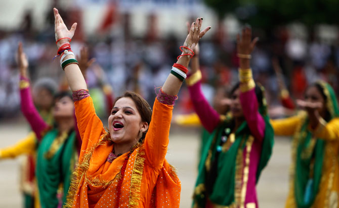 2)	Indian girls perform on the occasion of 65th anniversary of India's independence from British rule, in Jammu, India, Wednesday, Aug. 15, 2012. Photo by: AP