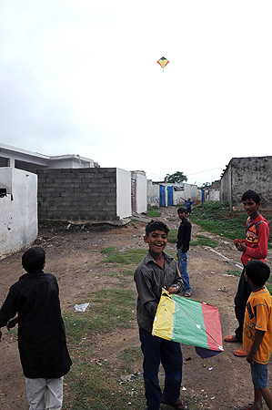 Pakistani Christian youths fly kites near the house of a Christian girl, who was arrested on charges of blasphemy, in the low-income neighbourhood of Mehrabad in the suburb of the capital city of Islamabad on August 22, 2012. — AFP Photo
