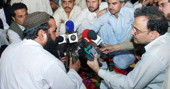 Baitullah Mehsud speaks to reporters. – File photo by AP