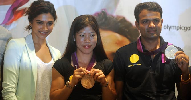 Bollywood actress Deepika Padukone poses with Indian London Olympic 2012 medallists for boxing Mary Kom and shooter Vijay Kumar during a felicitation function in Mumbai. — AFP Photo