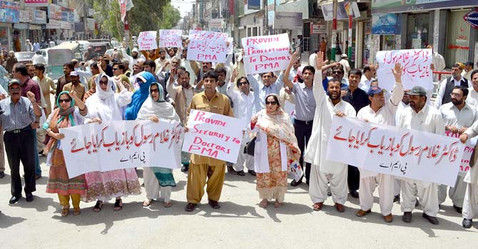Doctors from the Pakistan Medical Association protest in Quetta against the government's failure to rescue kidnapped psychiatrist Dr Ghulam Rasool – Photo by INP