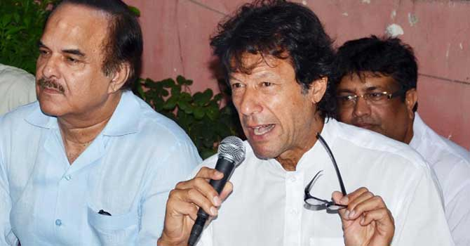 Imran-Khan-press-INP-670