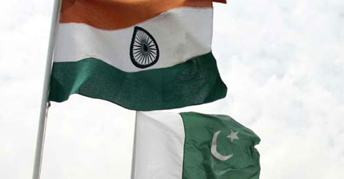 Pakistani and Indian flag — File Photo