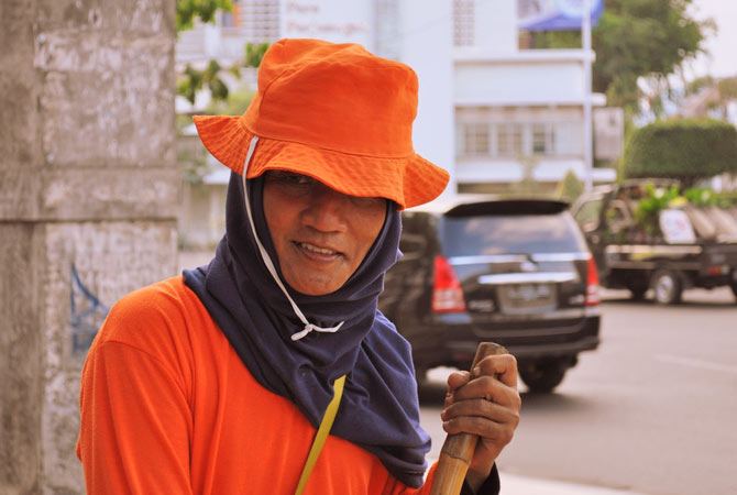 "Surabaya is also known as the ""City of Heroes"". Here is one of Surabaya's ""heroes"", one of it's city-sweepers who keep the city delightfully clean for the most part."