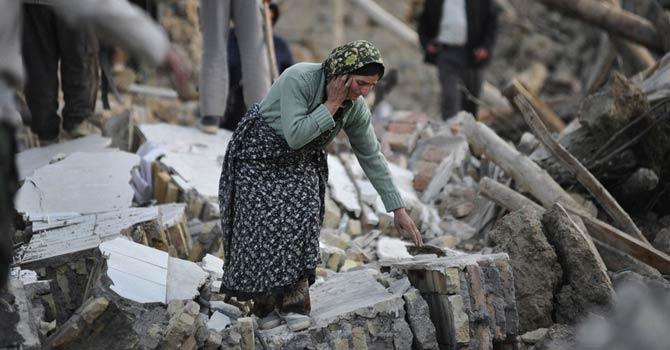 Iran-Earthquake-AP-670
