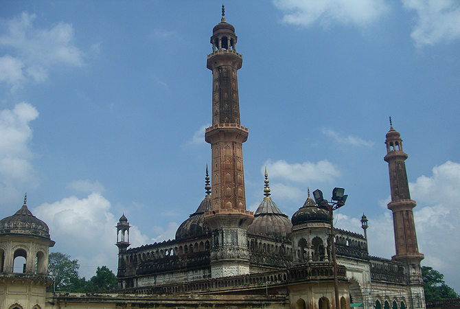 Another view of the mosque at the Bara Imambara.