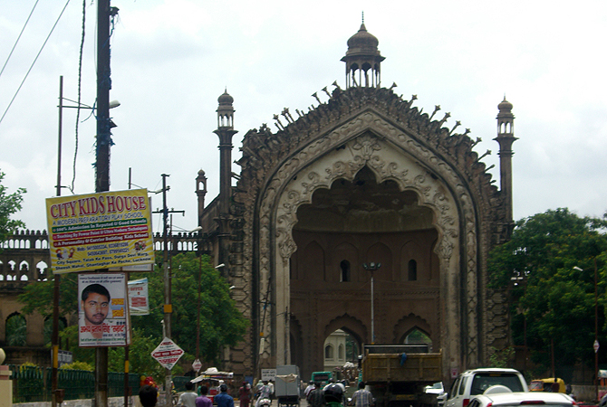 The imposing Rumi Darwaza. It was constructed by Nawab Asaf ud Daula in the year 1784 and marked the entrance to the city of Lucknow.