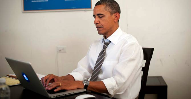 A photo released by US President Barack Obama's Twitter account shows the president chatting with the public on chat forum Reddit.com. – Photo via Twitter