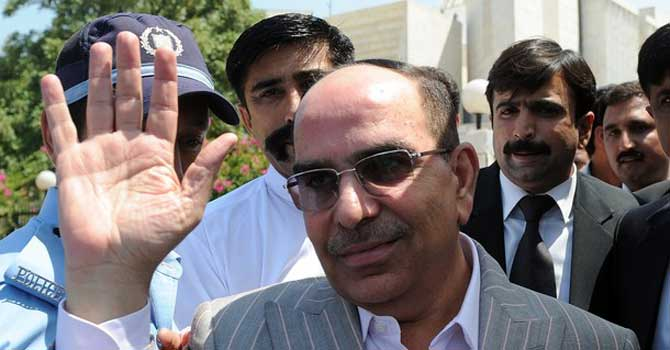 Real estate tycoon Malik Riaz waves as he leaves the Supreme Court on his contempt of court case in Islamabad. – File photo by AFP