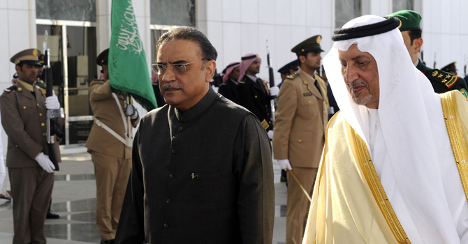 Pakistani President Asif Ali Zardari (L) is greeted by Saudi Prince Khaled al-Faisal bin Abdul Aziz al-Saud, governor of Mecca, upon his arrival in the coastal city of Jeddah on August 13, 2012. Leaders of Muslim countries, including Iran's pro-Syrian President Mahmoud Ahmadinejad, are due to gather for an extraordinary summit called by Saudi King Abdullah who is pushing to mobilise support for the Syrian rebellion. AFP PHOTO/STR