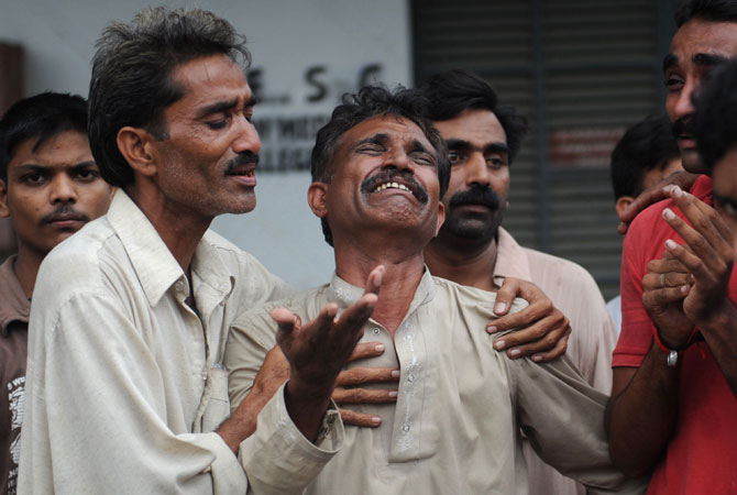 11-Karachi-factory-fire-AFP-670