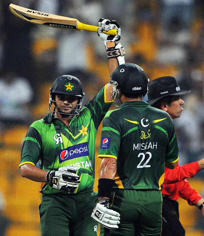 Azhar Ali (L) raises his bat after scoring 50 runs. -Photo by AFP
