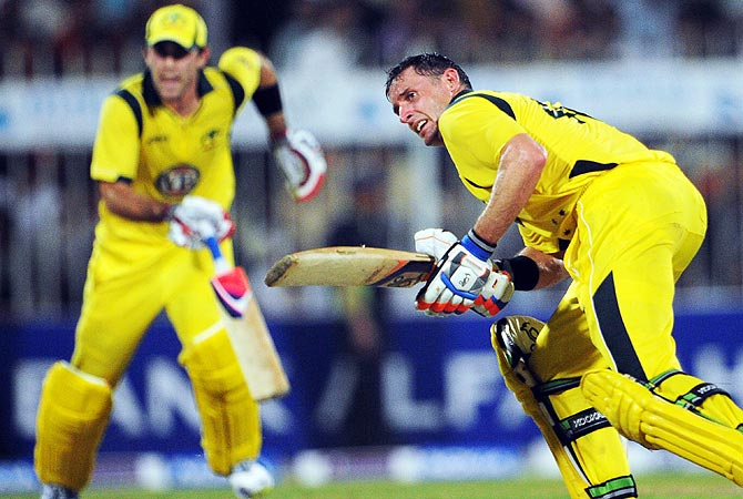 Michael Hussey (R) and Glenn Maxwell were crucial in Australia's win over Pakistan. -Photo by AFP