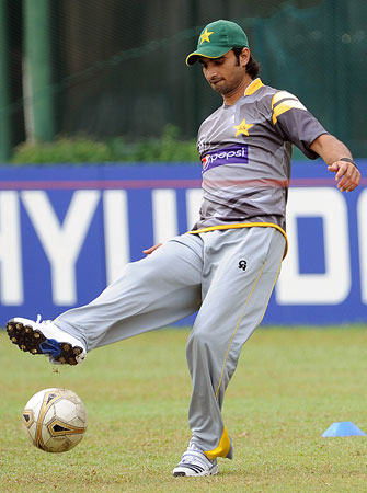 Pakistan cricketer Imran Nazir plays football during an ICC Twenty20 Cricket World Cup practice session at the P. Sara Oval Cricket Stadium in Colombo. ? Photo by AFP