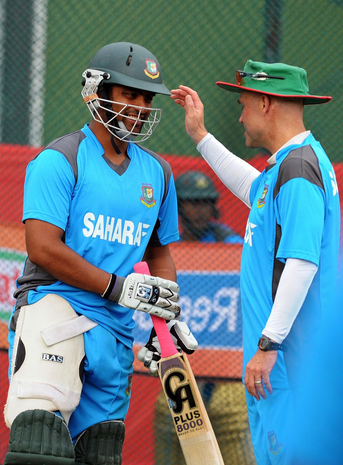 Coach Richard Pybus gestures while talking with cricketer Tamim Iqbal. ? Photo by AFP