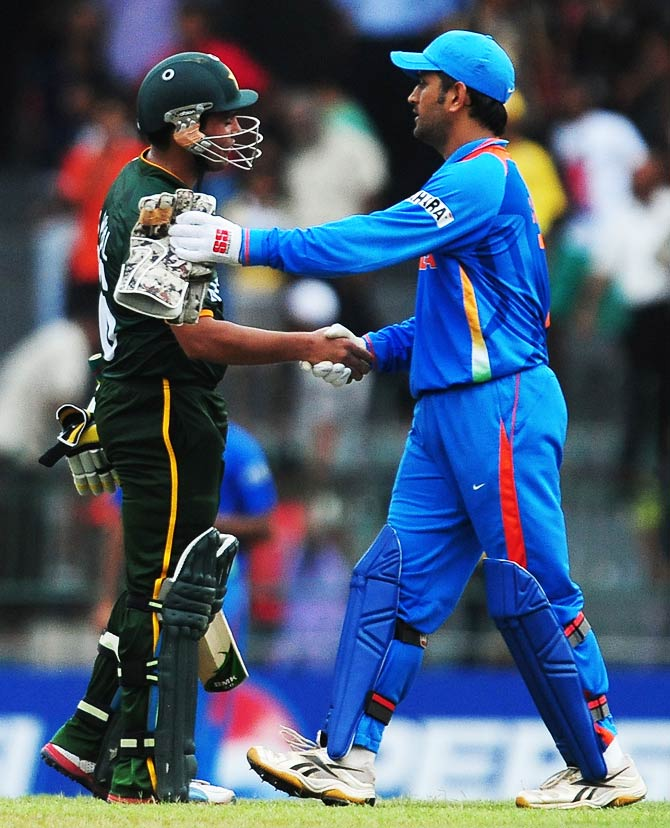 Kamran Akmal is congratulated by Indian cricket captain  Mahendra Singh Dhoni after Pakistan's victory. ? Photo by AFP