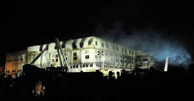 Karachi-Fire-670-AFP