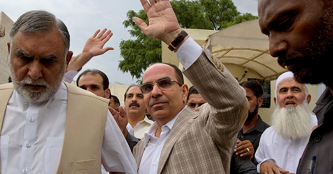 Malik Riaz outside the Supreme Court of Pakistan – File photo by AFP
