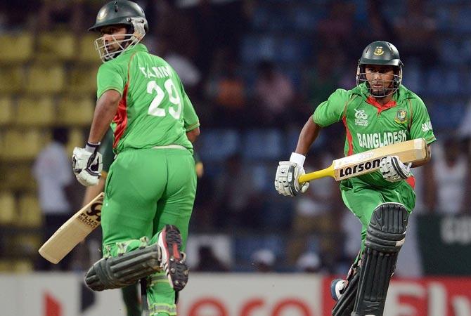 Bangladesh cricketer Tamim Iqbal (L) and Mohammad Ashraful run between the wickets. -Photo by AFP