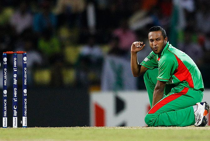 Shakib al Hasan reacts after missing a chance to dismiss Imran Nazir. -Photo by AFP