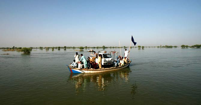 pakistan-floods-2010-ap-670